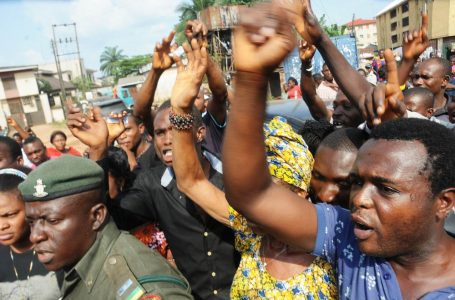 Anambra govt house blocked as protesters accuse Awka monarch of land-grabbing